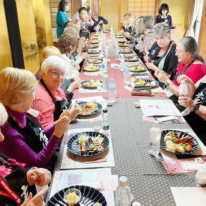 「和食を楽しむ」の様子
